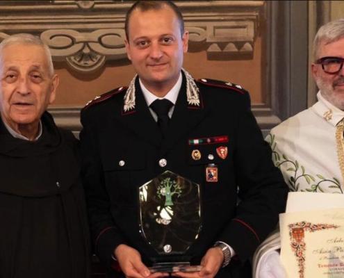 Natale tempo di amore ad Asti l'Arbor Pacis al tenente dei carabinieri Roberto Iandiorio